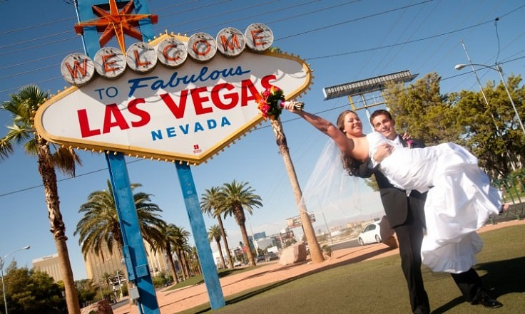 image is showing a wedding in las vegas