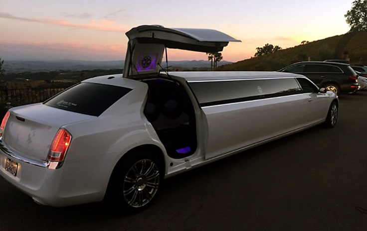 image is showing white Chrysler Limousine  in Paso Robles, California