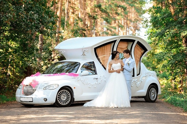 image is showing a wedding limo and just married couple in San Francisco