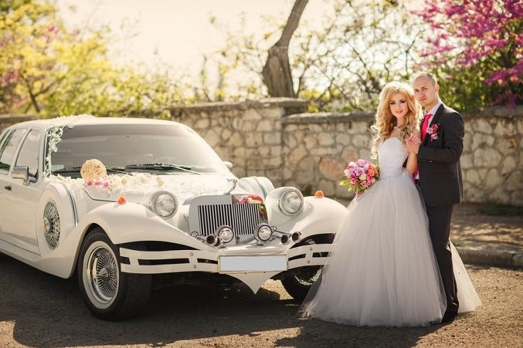 image is showing a wedding limo and just married couple in Los Angeles